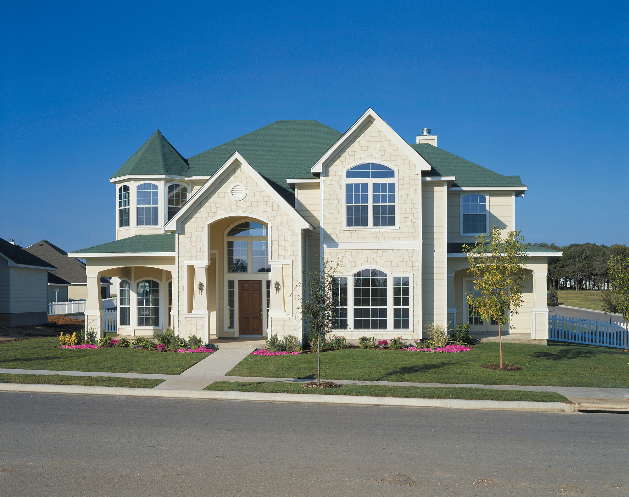 Cover Up Construction - Siding is a perfect way to give your home curb appeal.